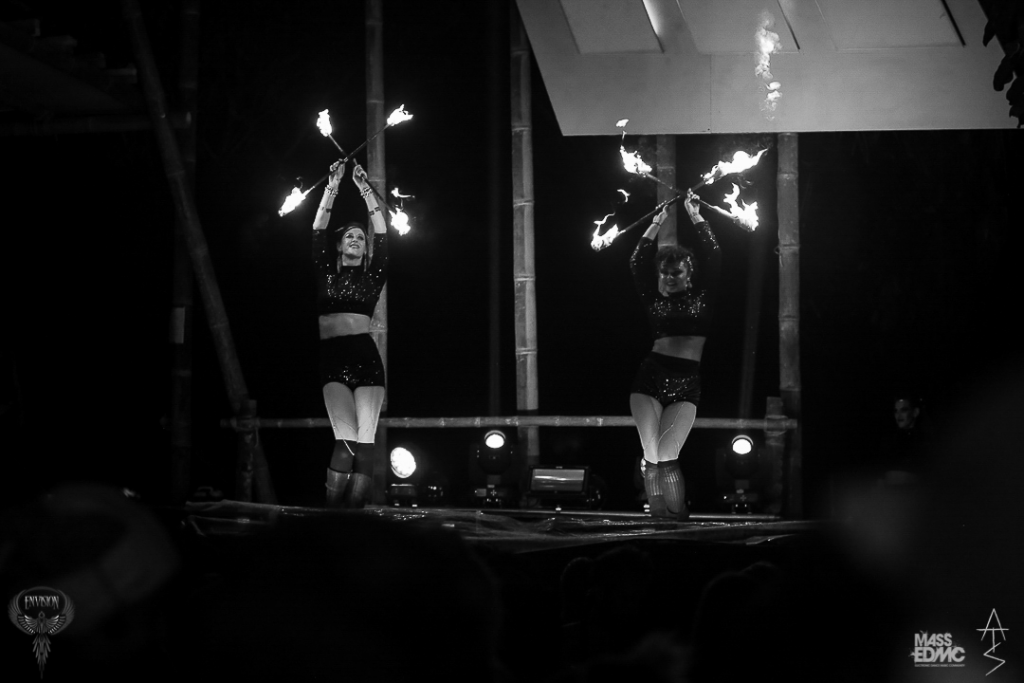 fire-dancers-mexico